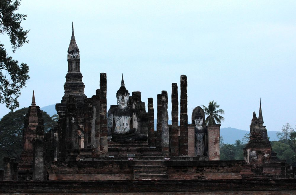 Old-Sukhothai Wat Mahathat - life is a beach