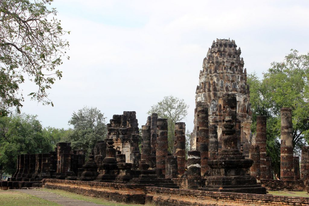 Old-Sukhothai Wat Phra Phai Luang - life is a beach